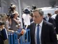 (Φωτ.: Το αποτέλεσμα της πολιτικής του προέδρου της ΕΚΤ, Mario Draghi, δεν οδήγησε σε αύξηση των τιμών, σε δημιουργία νέων επιχειρήσεων, ή σε αύξηση των καταναλωτικών δαπανών. Αλλά χρησίμευσε για να παρέχει ακόμη χαμηλότερο επιτόκιο στα κρατικά χρέη, ώστε να επιτραπεί σε ήδη χρεοκοπημένες κυβερνήσεις και κρατικοδίαιτες επιχειρήσεις να δανείζονται περισσότερα χρήματα και ως εκ τούτου να προβαίνουν σε μετακύλιση των υφιστάμενων χρεών τους, στους ήδη πνιγμένους από ανάλογα προηγούμενα χρέη φορολογούμενους.)